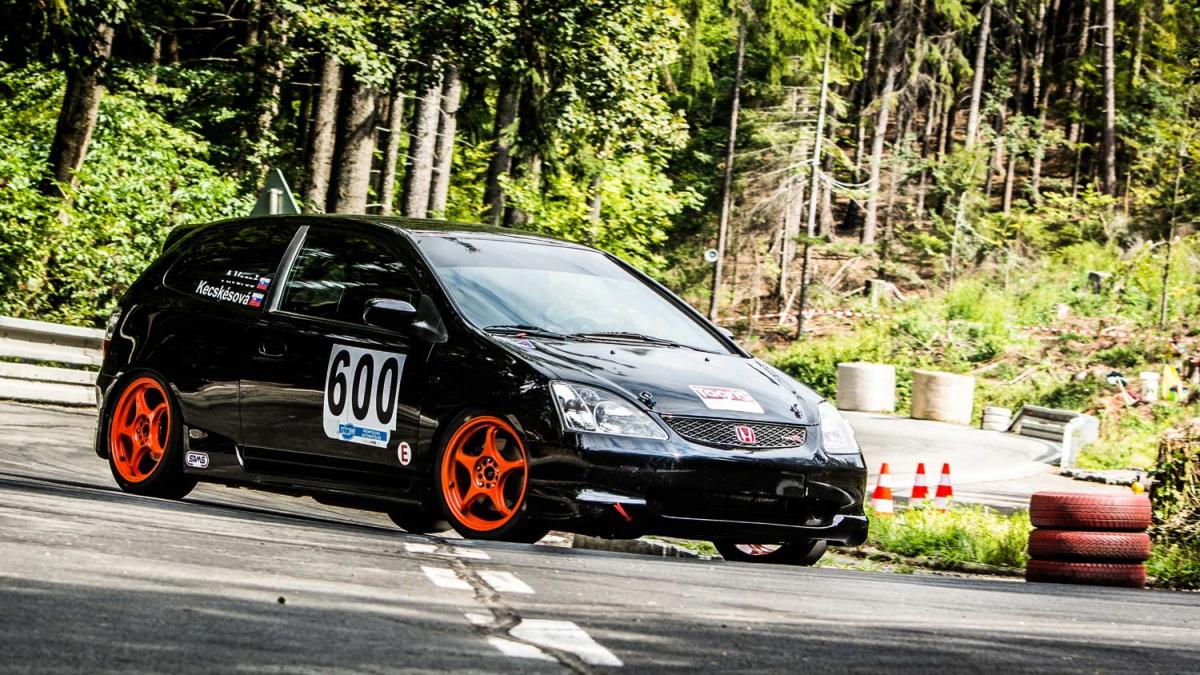 autoverseny-kocsi-oldalrol.jpg