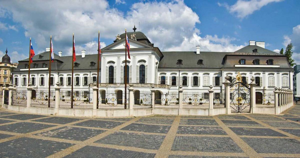 grassalkovich-elnoki-palota.jpg