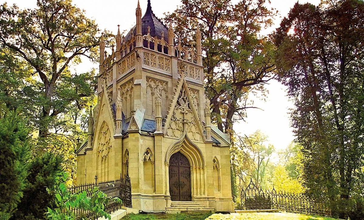 neogotikus-mauzoleum-toketerebesen.jpg