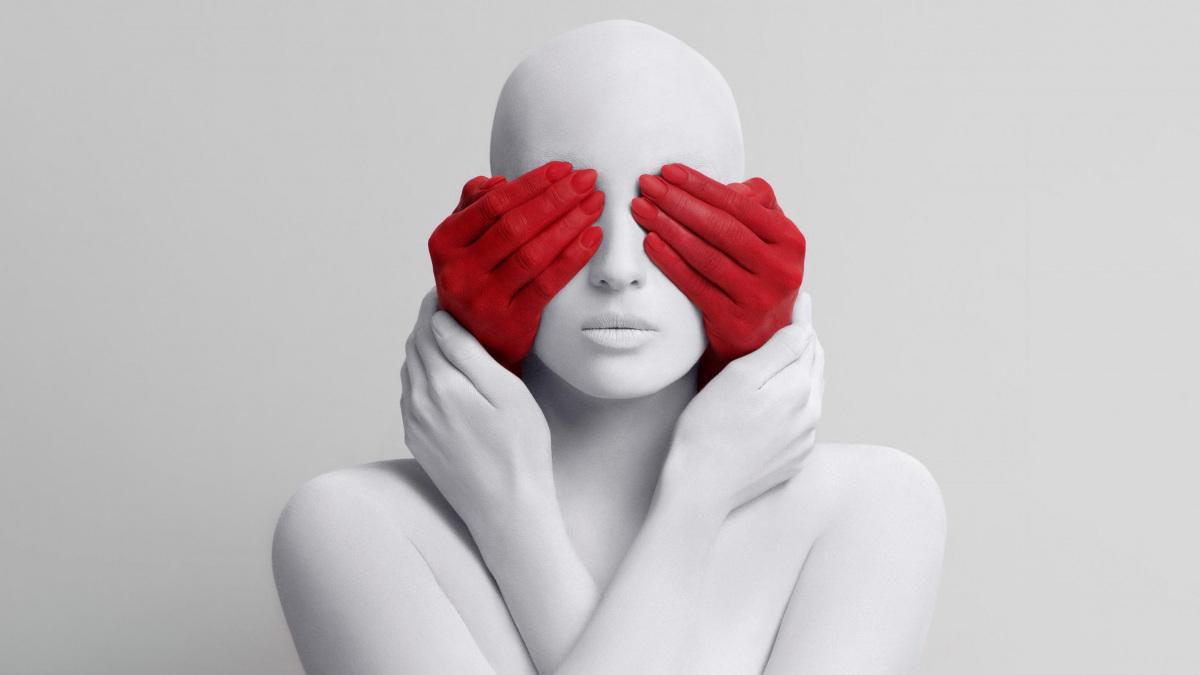 piros-kezes-arc-eltakaros.jpg