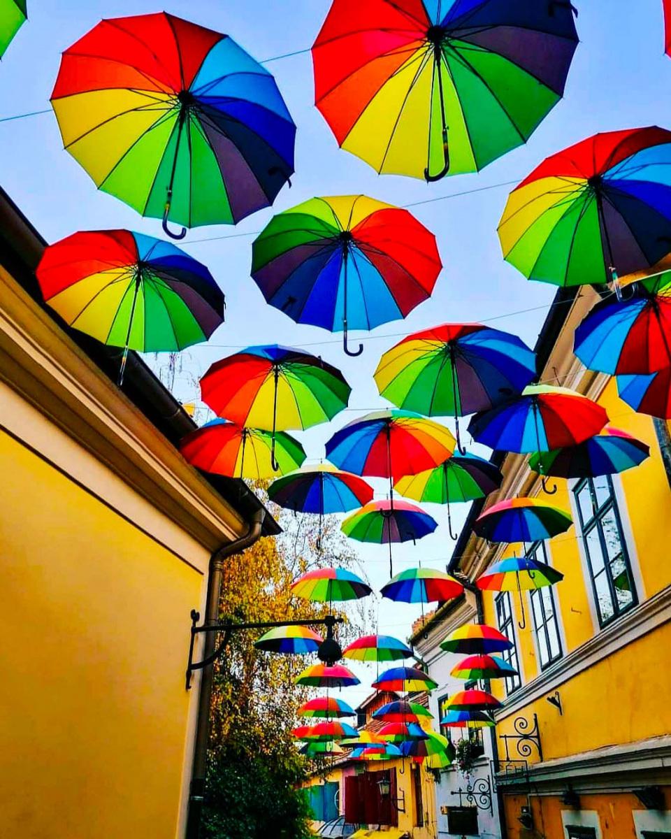 szentendre-szines-esernyok.jpg