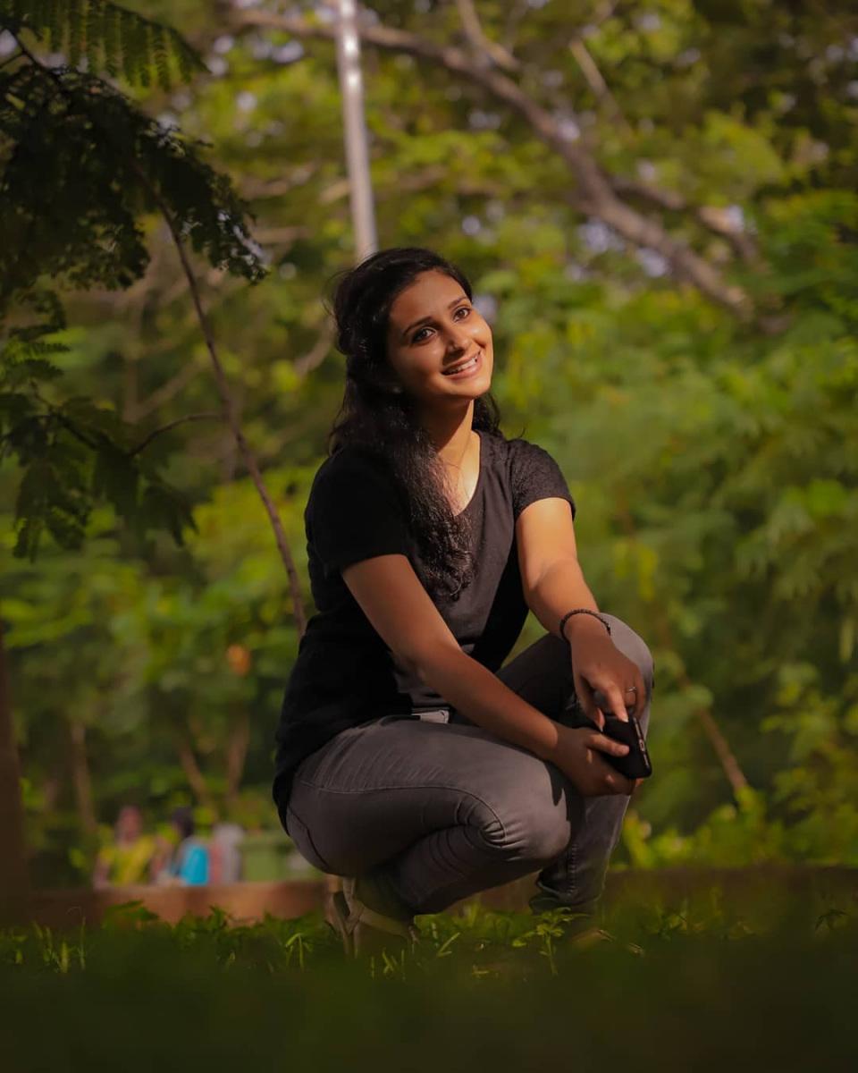 vaishusundarofficial_67444234_348600359417357_329731000667463021_n.jpg