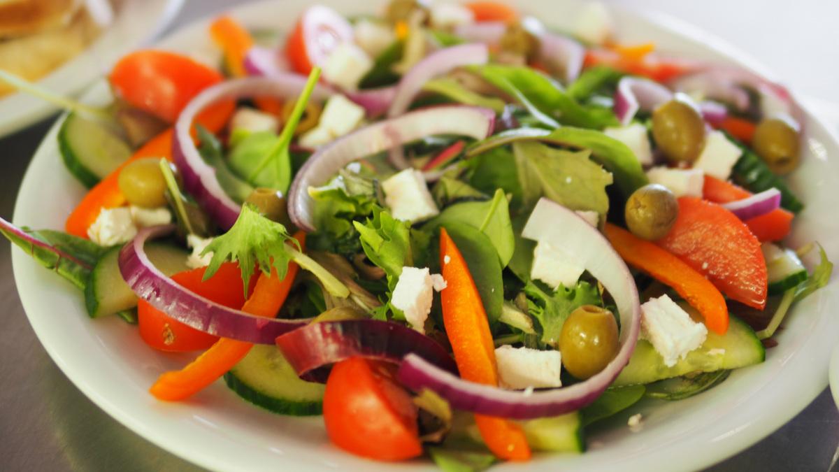 vegetable-salad-on-plate-1059905.jpg